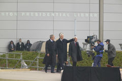 Οι πρώην ΗΠΑ Πρόεδρος Thomas Jefferson χαρακτηρίζονται obverse της σημείωσης S Κύματα Προέδρου Bill Clinton από το στάδιο που συν Στοκ εικόνα με δικαίωμα ελεύθερης χρήσης