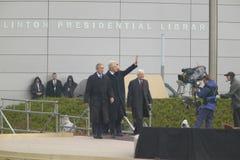 Οι πρώην ΗΠΑ Πρόεδρος Thomas Jefferson χαρακτηρίζονται obverse της σημείωσης S Κύματα Προέδρου Bill Clinton από το στάδιο που συν Στοκ εικόνες με δικαίωμα ελεύθερης χρήσης