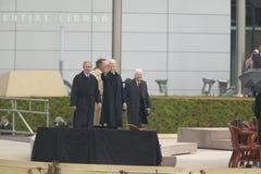 Οι πρώην ΗΠΑ Πρόεδρος Thomas Jefferson χαρακτηρίζονται obverse της σημείωσης S Κύματα Προέδρου Bill Clinton από το στάδιο που συν Στοκ Εικόνες