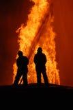 οι πυροσβέστες εργάζον&t Στοκ Εικόνα