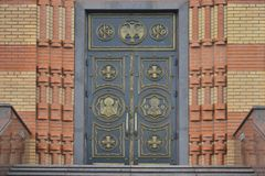 Οι πόρτες στην εκκλησία Στοκ φωτογραφίες με δικαίωμα ελεύθερης χρήσης