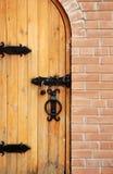 οι πόρτες τούβλου κλειδώνουν ξύλινο Στοκ Εικόνες