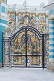 Οι πύλες στο παλάτι της Catherine, ημέρα Φεβρουαρίου Tsarskoye Selo Στοκ Εικόνες