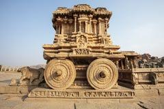 Οι πλούσιοι χάρασαν το άρμα πετρών μέσα στο ναό Vittala σε Hampi, Karnataka, Ινδία Στοκ εικόνα με δικαίωμα ελεύθερης χρήσης