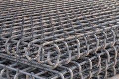 Οι ράβδοι χάλυβα χρησιμοποιούμενες μέσα ενισχύουν την κατασκευή Στοκ Εικόνες