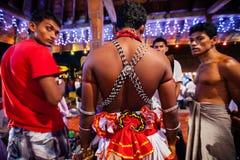 Οι δράστες ντύνουν επάνω για Kandy Esala Perahera Στοκ εικόνα με δικαίωμα ελεύθερης χρήσης