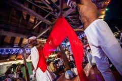 Οι δράστες ντύνουν επάνω για Kandy Esala Perahera Στοκ Φωτογραφίες