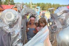 Οι δράστες της επιτόπιας χώρας Pezho κυρίων κουκλών θεάτρων περιπλαμένος βασίζουν τον αθλητισμό και το βουνό puhtolova αναψυχής Στοκ Εικόνες