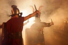 Οι ρωμαϊκοί στρατιώτες επιτίθενται στοκ εικόνες