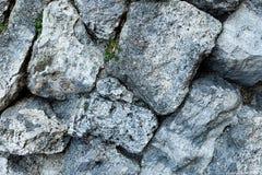Οι σειρές γκρίζας μεγάλης κινηματογράφησης σε πρώτο πλάνο βάσεων σχεδίων πετρών ανώμαλης ξεπερασμένης μονοχρωματικής βασίζουν τη  στοκ φωτογραφία με δικαίωμα ελεύθερης χρήσης