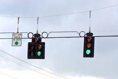 Οι σειρές κυκλοφορίας stoplight πράσινες πηγαίνουν Στοκ εικόνες με δικαίωμα ελεύθερης χρήσης