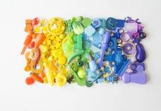 Οι σειρές του ζωηρόχρωμου παιχνιδιού ουράνιων τόξων αντέχουν Πάρα πολύ χρώμα ουράνιων τόξων παιχνιδιών παιδιών Πλαίσιο παιχνιδιών Στοκ Εικόνα