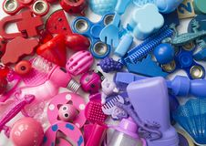 Οι σειρές του ζωηρόχρωμου παιχνιδιού ουράνιων τόξων αντέχουν Πάρα πολύ χρώμα ουράνιων τόξων παιχνιδιών παιδιών Πλαίσιο παιχνιδιών Στοκ Εικόνες