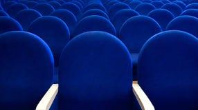 Οι σειρές των άδειων θέσεων στην αίθουσα συνεδριάσεων Στοκ Εικόνα