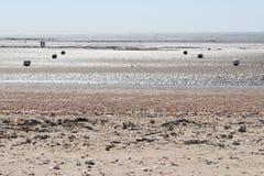 Οι σημαντήρες τέθηκαν στην παραλία στο Λα bernerie-EN-Retz (Γαλλία) Στοκ εικόνες με δικαίωμα ελεύθερης χρήσης