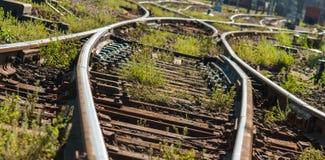 Οι σιδηρόδρομοι ακολουθούν τα σημεία Στοκ φωτογραφία με δικαίωμα ελεύθερης χρήσης