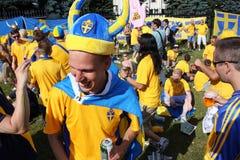 Οι σουηδικοί οπαδοί ποδοσφαίρου έχουν τη διασκέδαση κατά τη διάρκεια του ΕΥΡΩ το 2012 Στοκ φωτογραφία με δικαίωμα ελεύθερης χρήσης