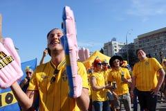 Οι σουηδικοί οπαδοί ποδοσφαίρου έχουν τη διασκέδαση κατά τη διάρκεια του ΕΥΡΩ το 2012 Στοκ φωτογραφίες με δικαίωμα ελεύθερης χρήσης