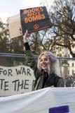 Οι σπουδαστές διαμαρτύρονται ενάντια στα δίδακτρα και τις περικοπές και το χρέος στο κεντρικό Λονδίνο Στοκ φωτογραφίες με δικαίωμα ελεύθερης χρήσης