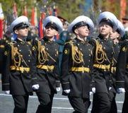 Οι σπουδαστές του ναυτικού σχολείου Nakhimov στην πρόβα παρελαύνουν στο κόκκινο τετράγωνο προς τιμή την ημέρα νίκης Στοκ φωτογραφίες με δικαίωμα ελεύθερης χρήσης