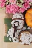 Οι σπόροι κολοκύθας έψησαν και ξεφλούδισαν τους σπόρους κολοκύθας Στοκ φωτογραφία με δικαίωμα ελεύθερης χρήσης