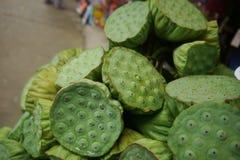 Οι σπόροι Lotus πωλούνται στην ταϊλανδική κοινοτική αγορά στοκ εικόνες με δικαίωμα ελεύθερης χρήσης