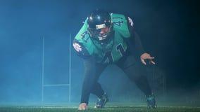 Οι στάσεις φορέων αμερικανικού ποδοσφαίρου σε έναν ειδικό θέτουν έτοιμο να παίξουν το αμερικανικό ποδόσφαιρο σε ένα στάδιο απόθεμα βίντεο