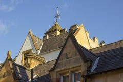 Οι στέγες του κομψού και εντυπωσιακού Δημαρχείου του Μπανγκόρ στη Βόρεια Ιρλανδία Στοκ φωτογραφία με δικαίωμα ελεύθερης χρήσης