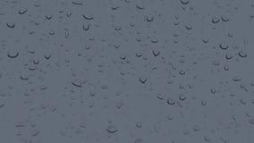 Οι σταγόνες βροχής στο γυαλί παραθύρων κλείνουν επάνω φιλμ μικρού μήκους