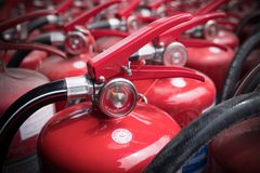 οι σταθεροί συνεχώς πυροσβεστήρες προαυλίων εγκαυμάτων βάζουν φωτιά στην κινδύνου θυμιάματος lianhua απειλή ναών πάρκων shan εκεί Στοκ Φωτογραφία