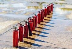 οι σταθεροί συνεχώς πυροσβεστήρες προαυλίων εγκαυμάτων βάζουν φωτιά στην κινδύνου θυμιάματος lianhua απειλή ναών πάρκων shan εκεί Στοκ εικόνα με δικαίωμα ελεύθερης χρήσης
