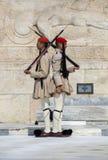Οι στρατιώτες Evzone τιμούν τη φρουρά Στοκ εικόνες με δικαίωμα ελεύθερης χρήσης
