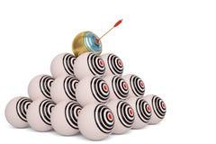Οι στρογγυλοί στόχοι με τα βέλη στην κεντρική τρισδιάστατη απεικόνιση απεικόνιση αποθεμάτων