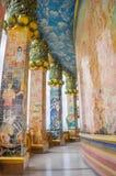 Οι στυλοβάτες διακοσμήθηκαν με το βερνικωμένο κεραμίδι Στοκ Φωτογραφία