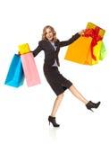 Οι συγκινημένες ευτυχείς αγορές γυναικών παρουσιάζουν στοκ εικόνα με δικαίωμα ελεύθερης χρήσης