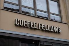 Οι συνεργάτες καφέ ψωνίζουν λογότυπο στη Φρανκφούρτη στοκ εικόνα
