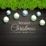 Οι σφαίρες Χριστουγέννων και το δέντρο πεύκων βγάζουν φύλλα το ξύλινο υπόβαθρο Στοκ εικόνες με δικαίωμα ελεύθερης χρήσης