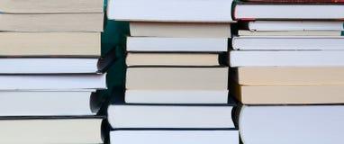 Οι σωροί των βιβλίων κλείνουν επάνω Στοκ Εικόνες