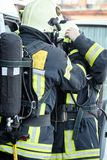 Οι σωτήρες ντύνουν τον ειδικούς εξοπλισμό και τα ενδύματα στοκ φωτογραφίες με δικαίωμα ελεύθερης χρήσης