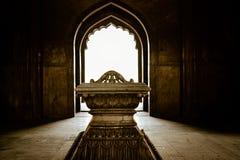 Οι τάφοι γίνονται για τους ανθρώπους και οι τάφοι γίνονται για τους μύθους στοκ εικόνα