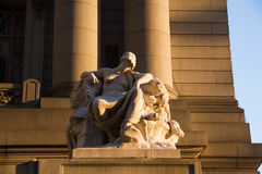 Οι τέσσερις ήπειροι από το Ντάνιελ Τσέστερ, με τη σκιά του φωτός, U του Αλεξάνδρου Χάμιλτον S Τελωνείο, να κυλήσει πράσινο, Νέα Υ στοκ εικόνα
