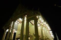 Οι ταϊλανδικοί ναοί διακοσμούνται από το ταϊλανδικό σχέδιο με το χρυσό Στοκ Εικόνες