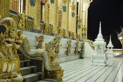 Οι ταϊλανδικοί ναοί διακοσμούνται από το ταϊλανδικό σχέδιο με το χρυσό Στοκ Φωτογραφίες