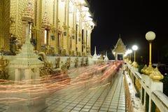 Οι ταϊλανδικοί ναοί διακοσμούνται από το ταϊλανδικό σχέδιο με το χρυσό Στοκ Εικόνα