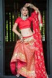 Οι ταϊλανδικές γυναίκες εκτελούν τους χορούς της Ινδίας στα ιστορικά κοστούμια Στοκ εικόνα με δικαίωμα ελεύθερης χρήσης