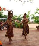 Οι ταϊλανδικές γυναίκες χορεύουν παρουσιάζουν Στοκ φωτογραφία με δικαίωμα ελεύθερης χρήσης