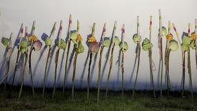 Οι ταϊλανδικοί λαοί βάζουν τα λουλούδια στο φόρο στο βασιλιά Rama ΙΧ Στοκ εικόνα με δικαίωμα ελεύθερης χρήσης