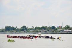 Οι ταϊλανδικοί λαοί ενώνουν με το μακροχρόνιο αγώνα βαρκών Στοκ Εικόνες