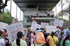 Οι εργαζόμενοι διαμαρτύρονται Στοκ εικόνα με δικαίωμα ελεύθερης χρήσης