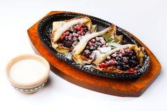 οι τηγανίτες κρέμας μούρω&nu Στοκ φωτογραφία με δικαίωμα ελεύθερης χρήσης